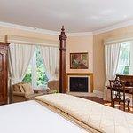 Dogwood King Room