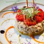 Le tartare de crabe, tomates confites, germes de poireau