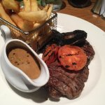 Steak with peppercorn sauce & chips