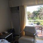 Hotel en mal estado, aire acondicionado prehistorico, el frigobar tambien. Vista de una de las h
