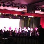 Auditorio con musical de la sirenita.