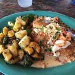 Grilled fish w/jumbo lump crab meat & veggies