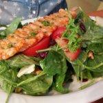 kleiner Cranberry Spinach Walnut Salad mit Scampi