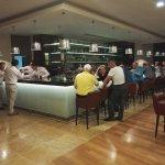 le bar principal le soir