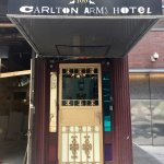 Photo de Carlton Arms Hotel