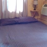 Queen size bed with super comfortabel matress at Sam's cabin