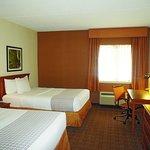 Photo of La Quinta Inn & Suites