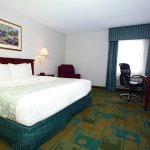 Photo of La Quinta Inn & Suites Chicago Gurnee