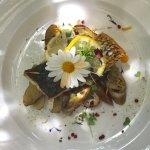 Fisch aromatisch auf Aubergines