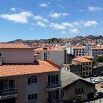 vue de la piscine sur Funchal côté montagne