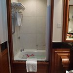 Lovely Bath and Shower ! Room 101