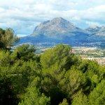 Vista del Puig Campana desde el Camino del Faro