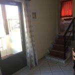 la suite è su più livelli ed una corta scala porta alle camere dal soggiorno