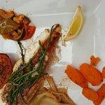 Plateau de fruits de mer pour 2, queue de lotte avec légumes de saison et assiette de sardine