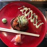 ENTREE: Tartare de saumon, wasabi, gimgembre avec baguettes !
