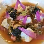 Brodetto di cipolla dolce, merluzzo mantecato, ostriche, lichene islandico, uova di aringa