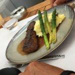 Onglet de bœuf, soupe de poisson et salade bien présentes