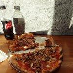 Typical DeVito's Pizza.