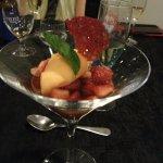 fresas con cilantro, drambuie y naranja