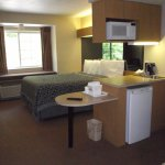 MASSACHUSETTS - STURBRIDGE - DAYS INN - QUEEN SUITE OVERVIEW