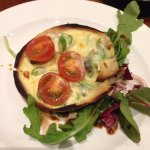 Tartlet of asparagus, blue cheese and tomato