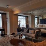The Athenaeum Hotel & Residences Foto