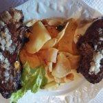 Côtes de canard grillées dans la cheminée avec ses chips maison