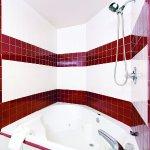 Photo of La Quinta Inn & Suites Tampa Bay Area-Tampa South