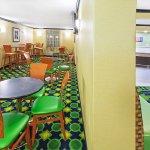 Photo de La Quinta Inn & Suites Tulsa Central