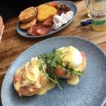 Breakfast & Eggs Royale
