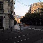 Aux abords de l'hôtel (ligne de tram qui passe devant)
