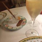 Champagne avec langue de chat et gressin au spéculo