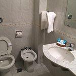 El hotel es un edificio antiguo bastante bien mantenido, sencillo, limpio, ideal para una o dos