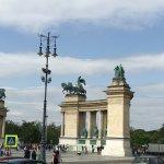 Bronze warriors on chariots, atop the columns