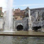 園内噴水とローマの遺跡