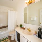 Private Cottage - Private Patio Emerald Pool - Bathroom