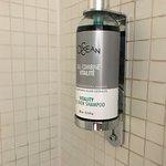 Ausreichendes und gutes Body Shower und Shampoo