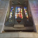 Pipe organ with stained glass back
