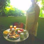 El balcón es muy cómodo para desayunar o hacer tus comidas preferidas.