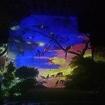 un tableau aux couleurs vives