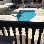 """Chambre """"supérieure"""" avec balcon et vue sur la piscine"""