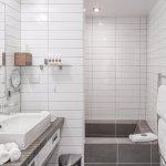 1-Bedroom, 2-bedroom Apartmens and Studio Room Ensuite Bathroom