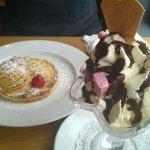 Apple pie and 3 scoops of ice-cream