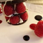 Millefeuille chocolat framboises et crème fouettée