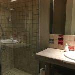 Twin room (bathroom)