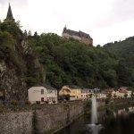 Château depuis le pont devant l'hôtel