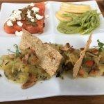 """Assiette """"végé"""" :bloc melon d'eau et fromage de chèvre et graines de citrouilles roties et salée"""