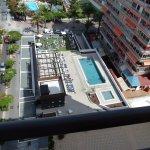 Vista de la piscina desde la habitación en planta 10
