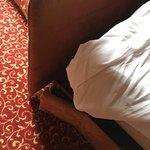 Das Hotel ist total abgewohnt, tw völlig lädiertes Mobiliar, wie zB die Schlafcouch oder der Tis