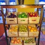 Fruta fresca y variada en el buffet